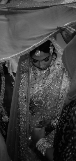 Miah under saris III B&W